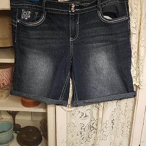 LEI cuffed jean shorts! Cute! Sz 17 ♡